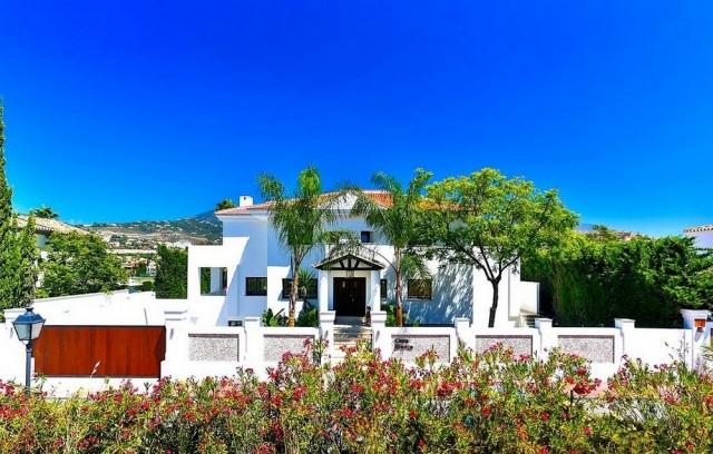 Contemporary Villa for Sale in Nueva Andalucía, Marbella