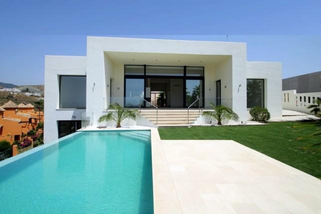 Contemporary Villa for Sale in La Alqueria, Benahavis