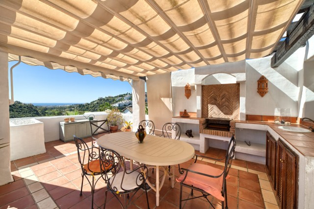Stylish Penthouse for Sale in La Quinta Golf, Marbella