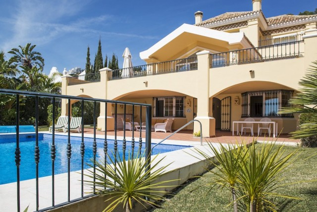 Frontline Golf Villa for Sale in La Quinta, Marbella
