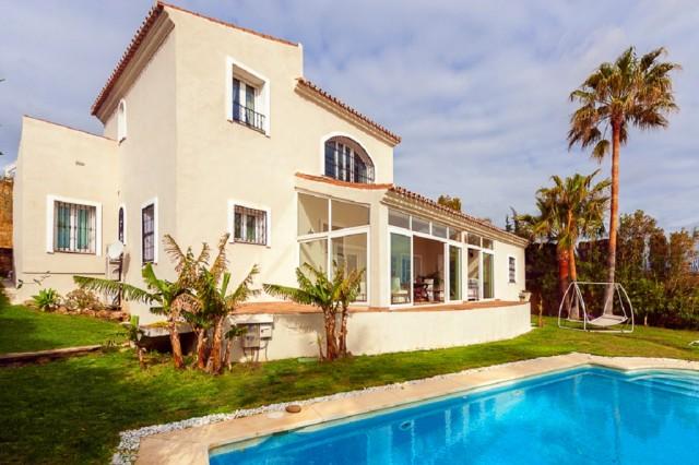 Villa en venta en La Duquesa