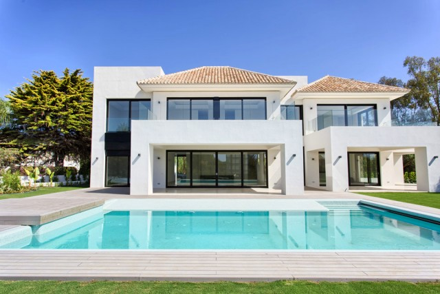 Modern Beachside Villa for Sale in Guadalmina Baja, Marbella