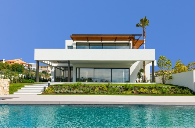 Contemporary Villa for Sale in Los Flamingos, Estepona