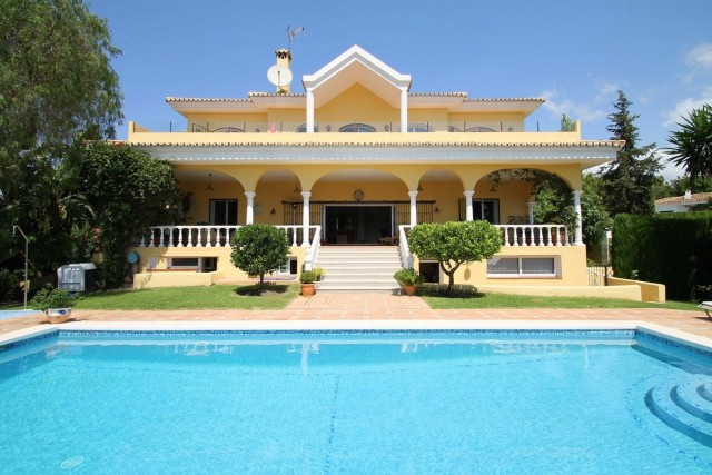 Majestic Villa for Sale in El Paraiso, Estepona