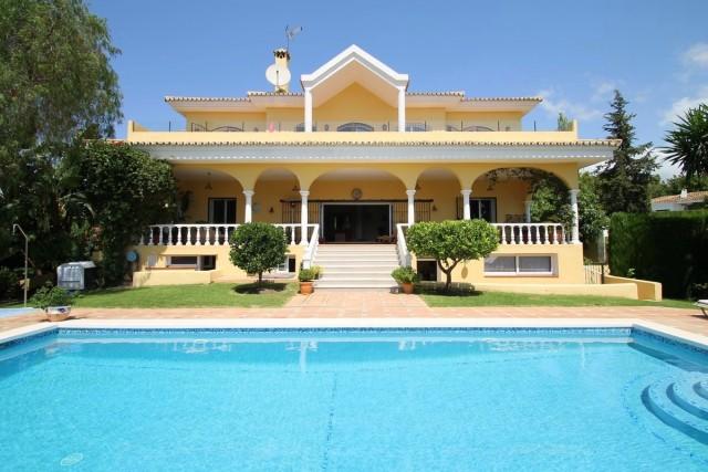 Majestic Villa for Sale in El Paraiso, Estepona