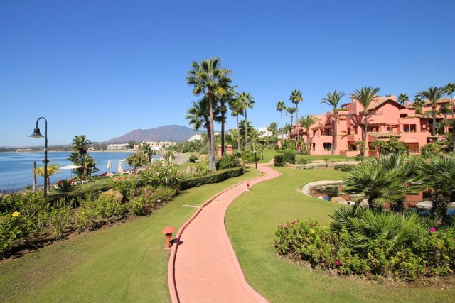 Luxury Apartment for Sale in New Golden Mile, Estepona