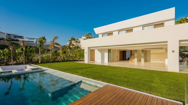 Contemporary Villa for Sale in La Alqueria, Benahavis