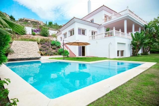 Spacious Villa in El Paraiso Alto, Estepona