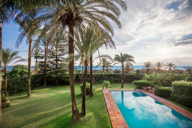 Frontline Beach Villa for Sale in Los Monteros Playa, Marbella