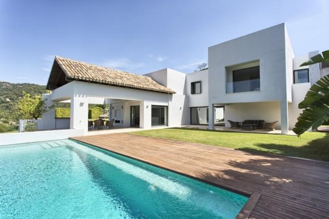 Contemporary Villa in Los Arqueros, Marbella