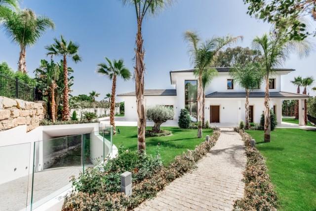 Frontline Golf Villa in Nueva Andalucia, Marbella
