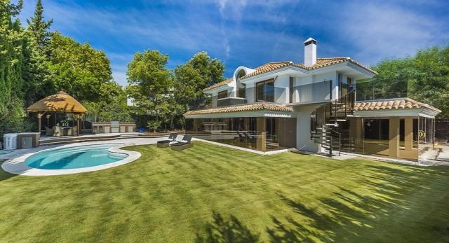 Modern Villa for Sale in Nueva Andalucia, Marbella