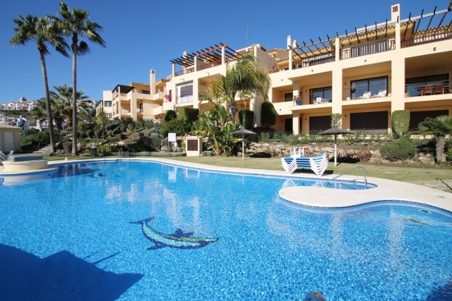 Spacious Apartment for Sale in Los Arqueros, Benahavis