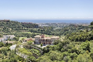 Villa For sale in Los Arqueros, Benahavís, Málaga, Spain