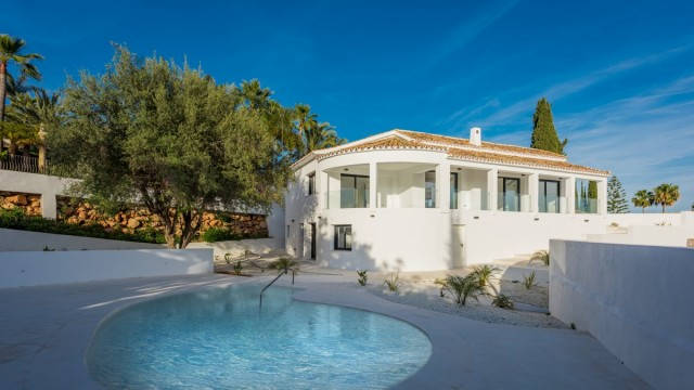 Modern Villa for Sale in El Rosario, Marbella East