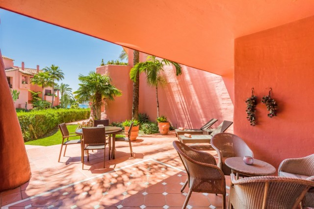 Beachside Apartment for Sale in New Golden Mile, Estepona