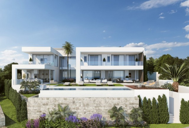 Deluxe Frontline Golf Villa for Sale in Benahavis