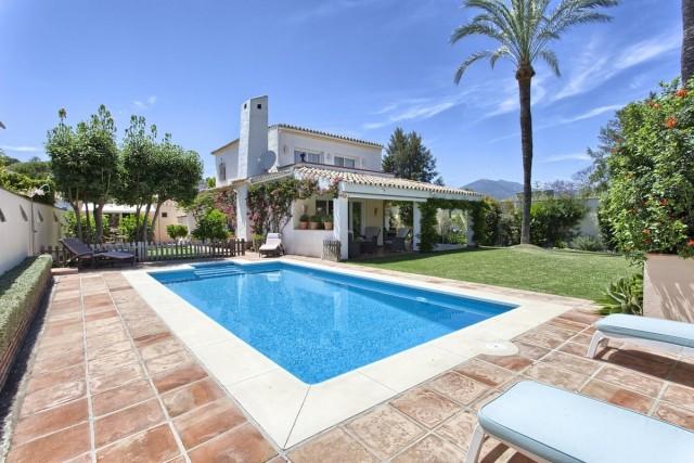 Haus zum Verkauf in Nueva Andalucía