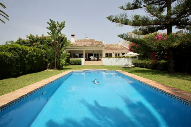 Family Villa for Sale in Guadalmina Baja, Marbella