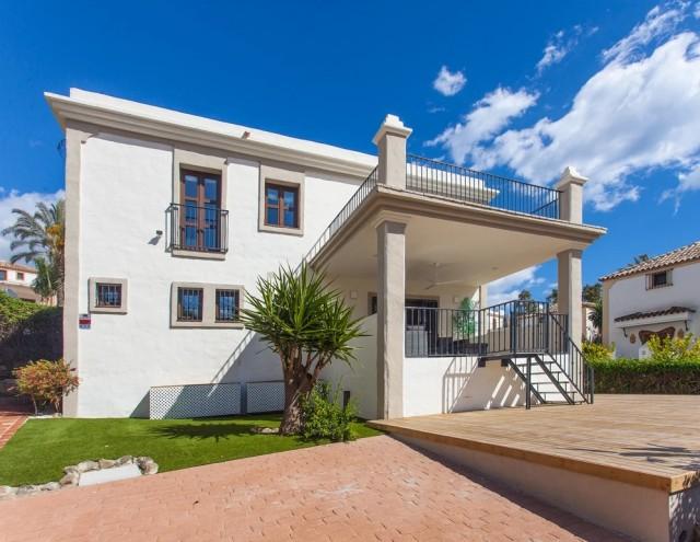 Villa en venta en New Golden Mile