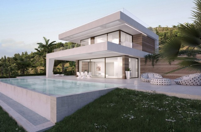 Frontline Golf Villa for Sale in New Golden Mile, Estepona