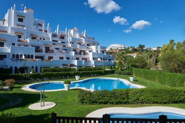 Stunning Apartment for Sale in New Golden Mile, Estepona