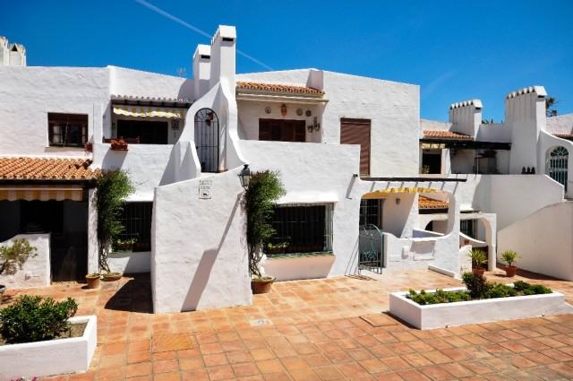 Refurbished Apartment for Sale in La Duquesa, Manilva