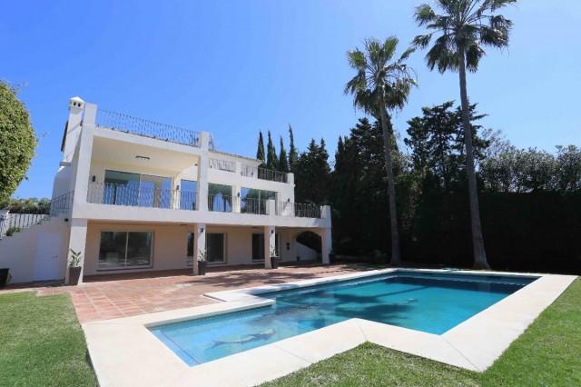 Villa te Koop in Nueva Andalucía