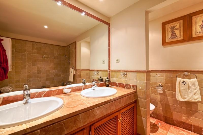Master bathroom (2) (Large)