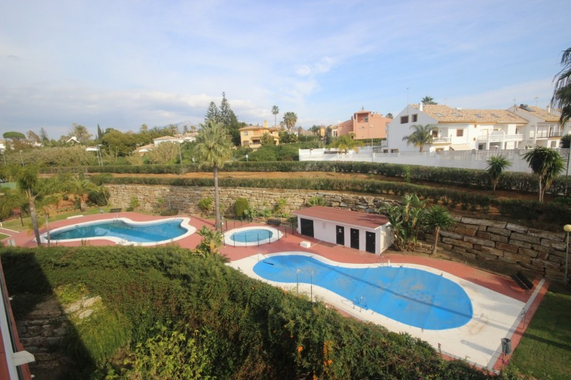 Pool (Large)