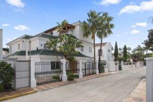 Detached Villa For sale in Golden Mile, Marbella, Málaga, Spain