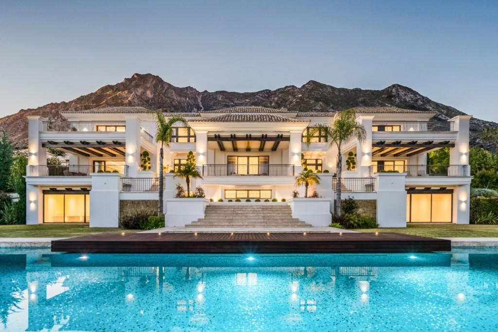 The villa nocturn