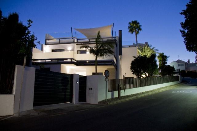 Villa by night (1)