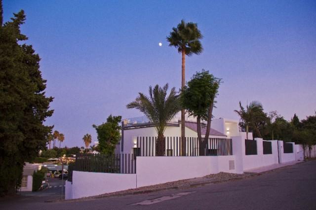 Villa by night (2)