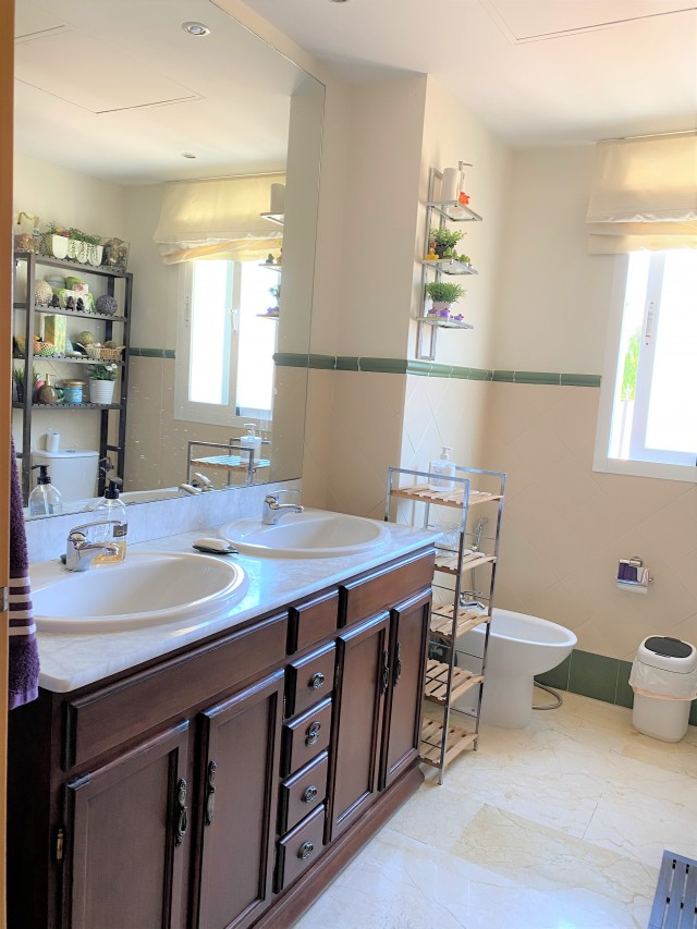 Guest bathroom 3 (1)