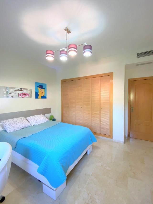 Guest bedroom1 (1)