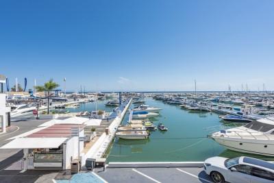 806242 - Apartment For sale in Puerto Banús, Marbella, Málaga, Spain