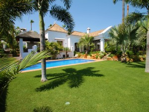 Detached Villa Sprzedaż Nieruchomości w Hiszpanii in El Paraiso, Estepona, Málaga, Hiszpania