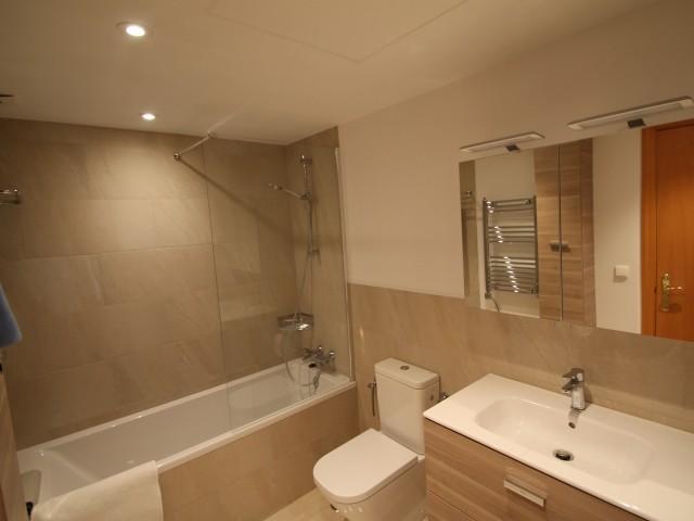 Guest bathroom 1 (2)