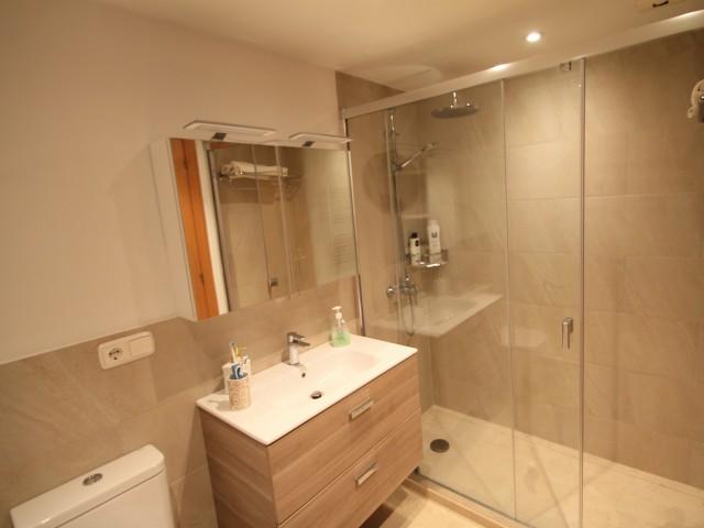 Master bathroom 1 (2)