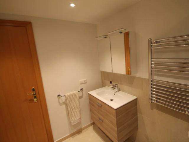 Guest bathroom 2 (3)