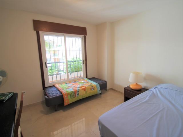 Guest bedroom 2 (2)