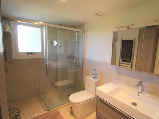 Master bathroom 2 (2)