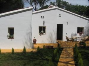 Large bungalow style villa within walking distance of all amenities in Elviria, Los Periodistas.