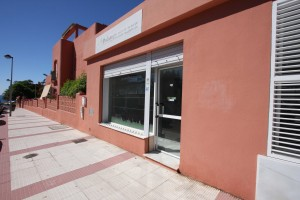 Commercial premises in the urbanisation Vistamar at the Alvarito Playa Complex.