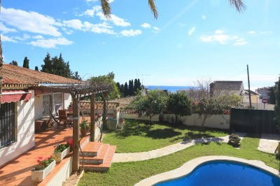 Villa with seaviews and two independent apartment units within walking distance to the beach in Torreblanca, Fuengirola, Malaga.