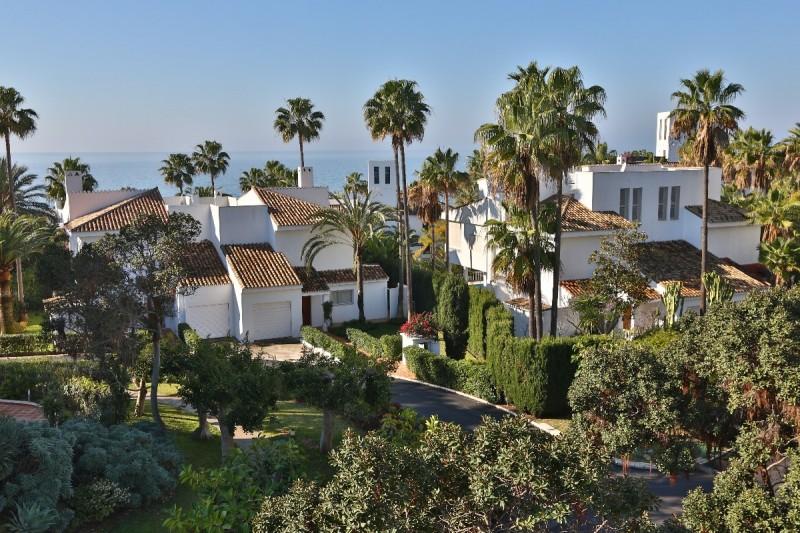 Apartment in jardines de las golondrinas with three for Jardines las golondrinas marbella