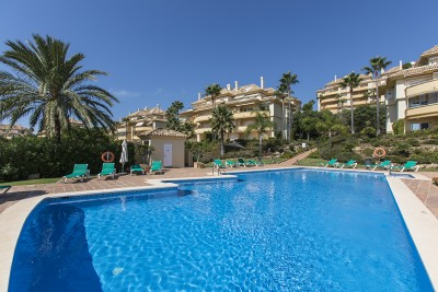 Beautiful three bedroom apartment in Elviria Hills with spectacular sea views!