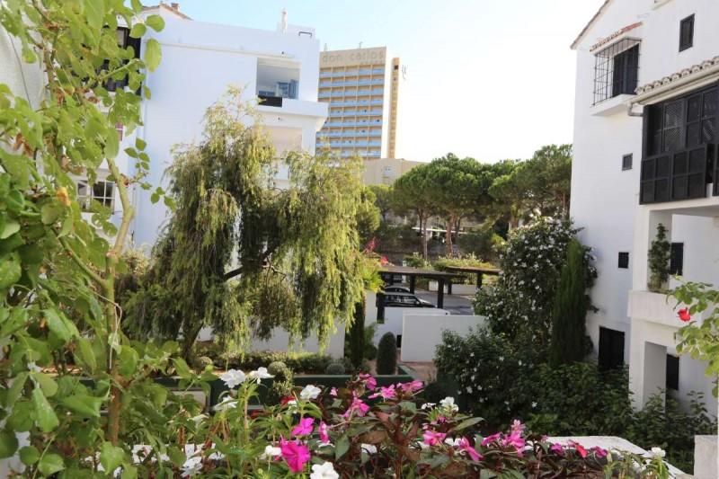 Espacioso apartamento en los jardines de las golondrinas for Jardines las golondrinas marbella