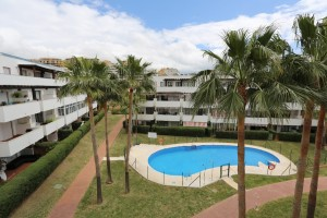 Sunny west facing apartment with two bedrooms in Riviera del Sol with partial sea view.